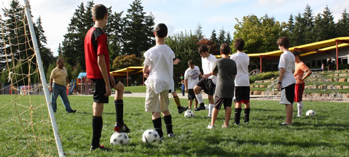 The Jewish Day School of Metropolitan Seattle Photo - JDS has a competitive athletics program for Middle School students including soccer, volleyball, ultimate frisbee, basketball, golf and tennis.
