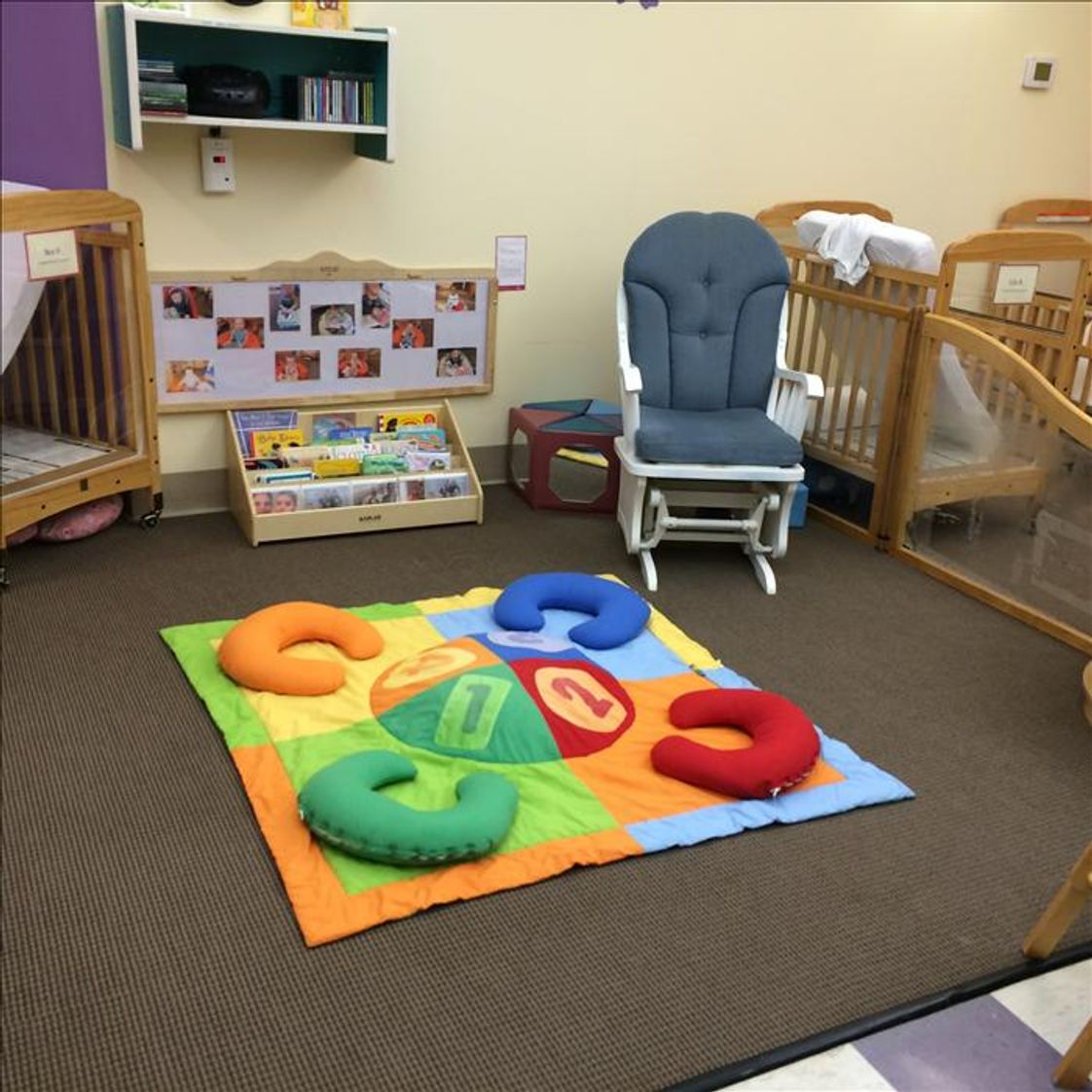 N Reading Knowledge Beginnings Photo - Infant Classroom
